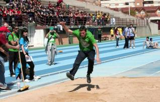 Un alumno, en plena competición deportiva.